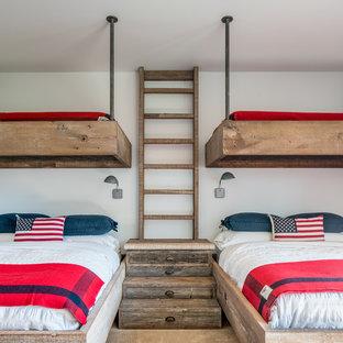 Imagen de dormitorio infantil de 4 a 10 años, rural, con paredes blancas