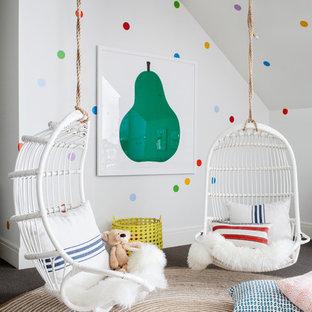 Ejemplo de dormitorio infantil de 4 a 10 años, clásico renovado, extra grande, con paredes multicolor y moqueta