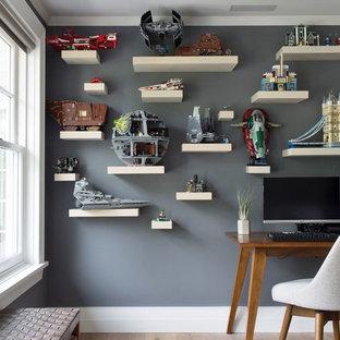 Idee per una cameretta per bambini da 4 a 10 anni classica di medie dimensioni con pareti grigie, moquette e pavimento grigio