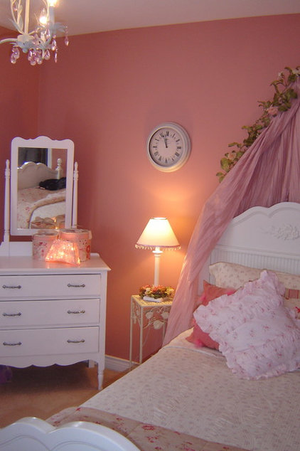 Traditional Kids by Seaside Interiors