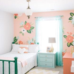 Foto de dormitorio infantil tradicional con paredes multicolor
