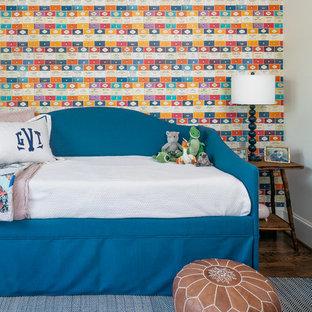 Foto de dormitorio infantil de 4 a 10 años, de estilo americano, con paredes multicolor y suelo de madera oscura