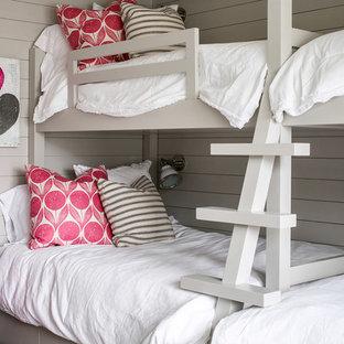 Diseño de dormitorio infantil de 4 a 10 años, rústico, con paredes grises