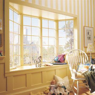 На фото: детская среднего размера в классическом стиле с спальным местом, разноцветными стенами и светлым паркетным полом для ребенка от 1 до 3 лет, девочки с