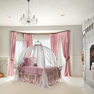 Ispirazione per un'ampia cameretta per bambini da 4 a 10 anni bohémian con pareti grigie e moquette