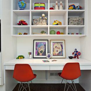 На фото: детская в современном стиле с рабочим местом, белыми стенами и темным паркетным полом для девочек или мальчиков с