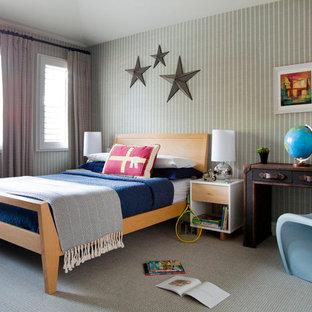 Ispirazione per una cameretta per bambini da 4 a 10 anni classica di medie dimensioni con moquette, pareti beige e pavimento beige