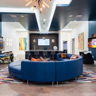 Foto di una cameretta per bambini contemporanea con pareti blu, pavimento beige, pavimento in gres porcellanato, travi a vista e pannellatura