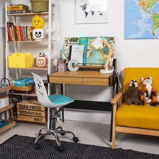 Neutrales, Mittelgroßes Modernes Jugendzimmer mit Arbeitsecke, weißer Wandfarbe, hellem Holzboden und grauem Boden