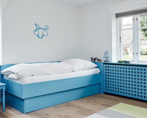 Neutrales, Mittelgroßes Modernes Jugendzimmer Mit Schlafplatz, Weißer  Wandfarbe Und Hellem Holzboden In Sonstige