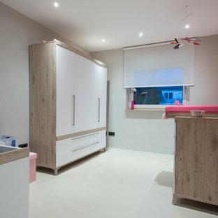 Idéer för mycket stora funkis barnrum kombinerat med lekrum, med betonggolv, beiget golv och grå väggar