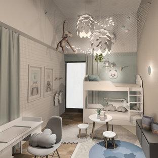 Klassisk inredning av ett mellanstort barnrum kombinerat med sovrum, med blå väggar, vinylgolv och beiget golv
