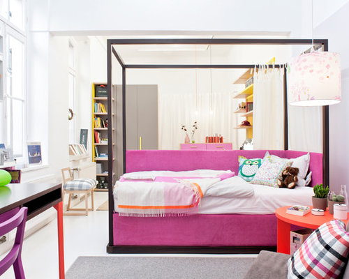 Gut Mittelgroßes Modernes Jugendzimmer Mit Schlafplatz, Weißer Wandfarbe Und  Beigem Boden In Düsseldorf