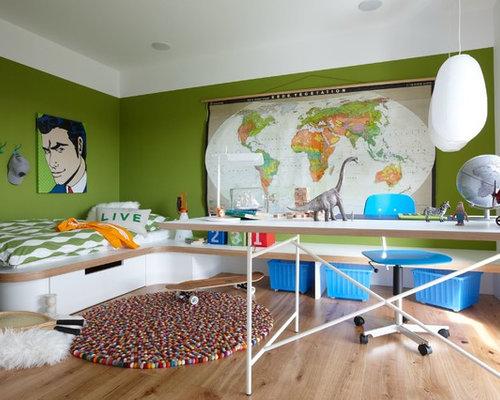 Beispiel Für Große Moderne Jugendzimmer Mit Schlafplatz, Grüner Wandfarbe  Und Hellem Holzboden In Stuttgart