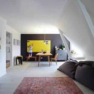 Foto di un'ampia cameretta per bambini nordica con pareti bianche e parquet chiaro