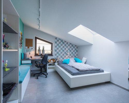 Mittelgroßes Modernes Jugendzimmer Mit Schlafplatz, Weißer Wandfarbe,  Betonboden Und Grauem Boden In Nürnberg