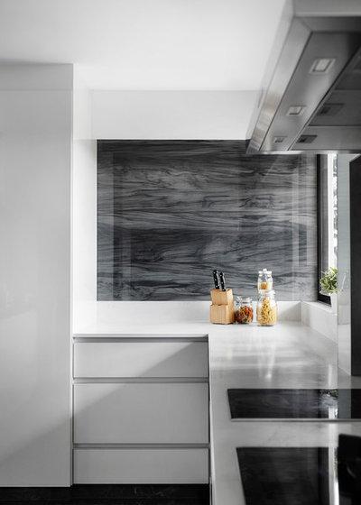 Contemporary Kitchen by akiHAUS Design Studio