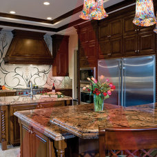 Traditional Kitchen by Pinnacle Architectural Studio