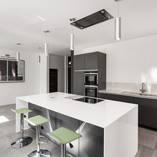 Contemporary Kitchen by AR Design Studio Ltd