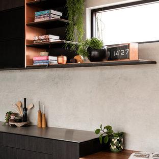 パースの大きいインダストリアルスタイルのおしゃれなキッチン (アンダーカウンターシンク、フラットパネル扉のキャビネット、濃色木目調キャビネット、コンクリートカウンター、グレーのキッチンパネル、シルバーの調理設備の、レンガの床、赤い床、グレーのキッチンカウンター) の写真