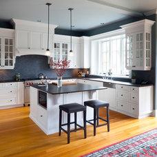 Modern Kitchen by Wallmark Custom Homes