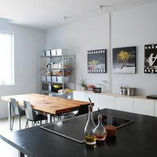 Modern Kitchen by Nic Darling