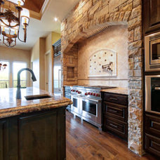 Traditional Kitchen by Jeff Watson Homes, Inc.