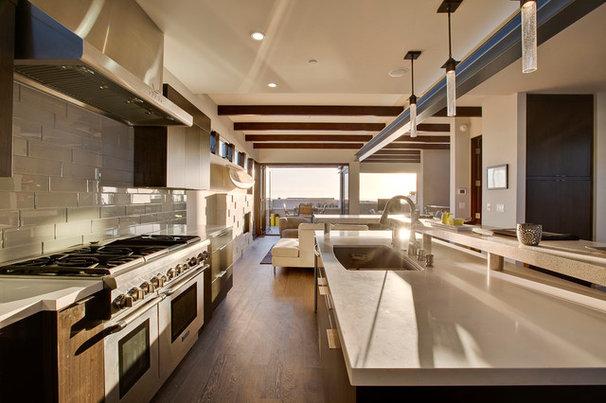 Contemporary Kitchen by KKC Fine Homes