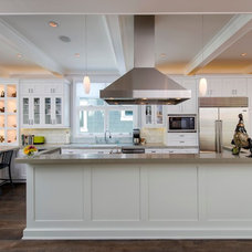 Traditional Kitchen by Beach House Design & Development