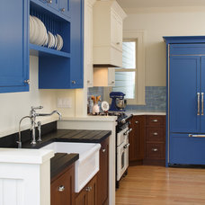 Traditional Kitchen by Martinkovic Milford Architects