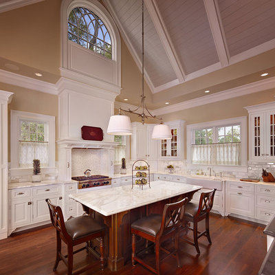 Inspiration for a timeless kitchen remodel in Charleston with a farmhouse sink