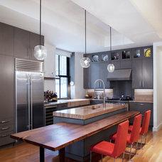 Contemporary Kitchen by pelloverton