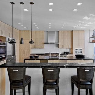 Contemporary kitchen photos - Inspiration for a contemporary kitchen remodel in New York