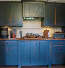traditional kitchen by The Workshops of David T. Smith