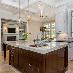 contemporary kitchen by Heritage Luxury Builders
