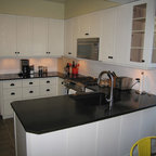 Chilliwack Central - Traditional - Kitchen - Vancouver - by Starline Cabinets