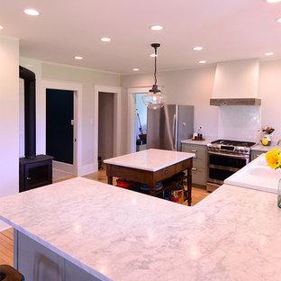 ニューヨークのカントリー風おしゃれなキッチンの写真