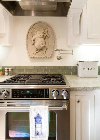 Классический Кухня by Renovation Design