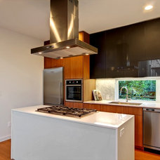 Contemporary Kitchen by Malboeuf Bowie Architecture