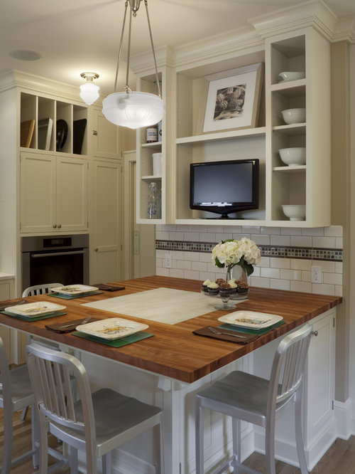 example of a large classic u shaped eat in kitchen design in portland
