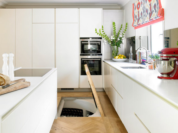 Contemporary Kitchen by CLPM Limited