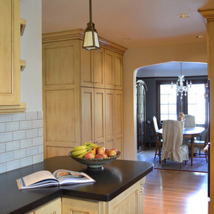 Example of a classic kitchen design in Portland