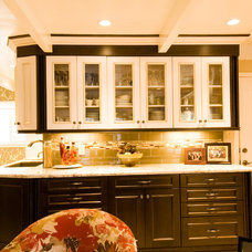 Traditional Kitchen by Lawrence  Adams Const. & Melindas Interior Designs