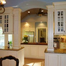 Traditional Kitchen by GO Architectural Design / GO Design GO Build