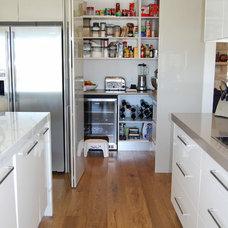 Contemporary Kitchen by The Kitchen Broker