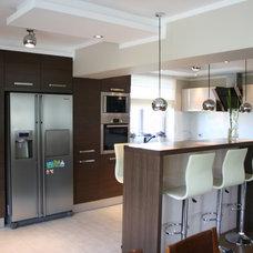 Modern Kitchen by Studio bonito arch.