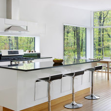 Modern Kitchen by River Architects