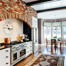Contemporary Kitchen by Farallon Construction Inc.