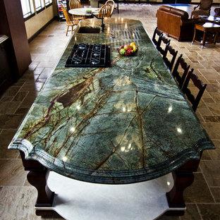 На фото: большая кухня-гостиная в классическом стиле с врезной раковиной, гранитной столешницей, полом из известняка, островом и бирюзовой столешницей с