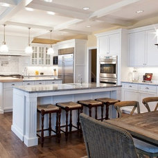 Traditional Kitchen by HAYES CABINETS INC